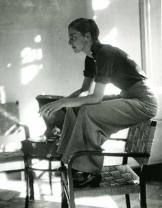 Image from http://2.bp.blogspot.com/-8SXSkTNrLzw/U5cpHl2XbLI/AAAAAAAAql0/6juBRh1_mB0/s1600/Marianne+Breslauer+-+Tomboy+Styles+from+the+1930s+(5).jpg.