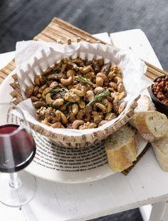 Honey roasted mixed nuts | Wereldwinkels Styling Moniek Visser Fotografie Sjoerd Eickmans