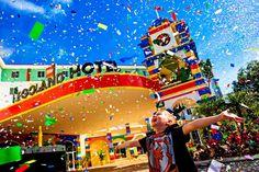 O Legoland Hotel acaba de ser inaugurado (15 de janeiro de 2015) e irá oferecer 152 quartos com recursos interativos, uma experiência imersiva para todos os seus hóspedes. A inauguração contou com milhares de pequenas figuras coloridas de Lego que foram disparadas de canhões instalados no...