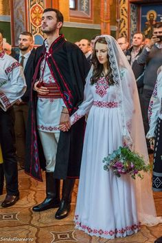 Romanian wedding in an Eastern Orthodox church : europe Romanian Wedding, Russian Wedding, Folk Fashion, Ethnic Fashion, Traditional Wedding Dresses, Traditional Outfits, Romanian Girls, Romanian People, Orthodox Wedding