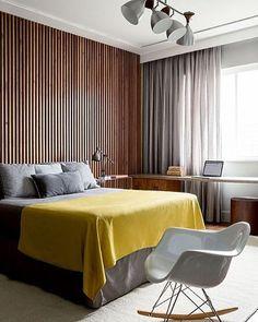 Bedroom | Painel ripado na cabeceira...  (Projeto Triplex Arquitetura | Foto Ricardo Labougle)