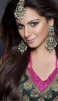 Shraddha Arya Wiki & Biography Age Weight Height Friend Like Affairs Favourite Birthdate & Other Details Beautiful Celebrities, Beautiful Women, Beautiful Actresses, Beautiful People, Bride Makeup Natural, Indian Wedding Couple, Celebrity Biographies, Girl Trends, Perfect Bride