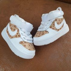 Cute Baby Shoes, Baby Girl Shoes, Cute Baby Girl, Cute Baby Clothes, Girls Shoes, Cute Babies, Baby Boy Style, Little Girl Outfits, Cute Outfits For Kids