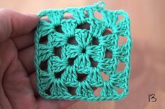 How to crochet a granny square? Just fo llow this simple step by step phototutorial on Haakmaarraak.nl and you'll be making your own in no time!How to crochet a granny square Crochet lessons is part of Easy crafts With Yarn - I've been there! Motifs Granny Square, Sunburst Granny Square, Granny Square Crochet Pattern, Crochet Stitches Patterns, Crochet Squares, Knitting Patterns, Granny Squares, Crochet Granny, Embroidery Stitches