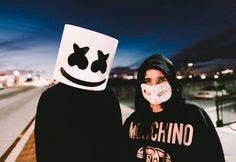 El DJ más popular de año sin duda alguna ha sido y es Marshmello, algunos llegaron a pensar que en verdad se trataba de Tiësto, cuando el DJ hizo su aparición con el casco de malvavisco en EDC Las Vegas, pero muchos otros aseguraron desde un inicio que se trataba de Dotcom. Finalmente Skrillex subió un video a sus redes sociales, en donde se puede apreciar a Ookay y Jauz celebrando el cumpleaños de Marshmello, que curiosamente fue el mismo día que el de Dotcom, ósea el 19 de mayo. ¿Qué tal?