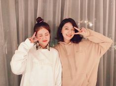 SNSD SooYoung and Somi are beaming in their adorable photos