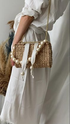 Whether the handbag is leather, denim, hobo, a beaded handbag is sewn with numerous kinds of beads to form a pattern. Straw Handbags, Purses And Handbags, Small Handbags, Bag Women, Crochet Handbags, Fabric Handbags, Leather Handbags, 2020 Fashion Trends, Fashion 2020