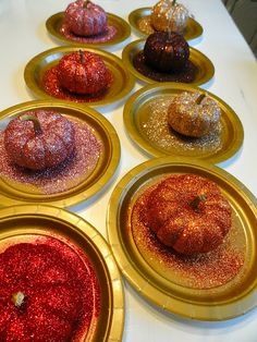 DIY glittery pumkins by Rachel´s Nest, lovely