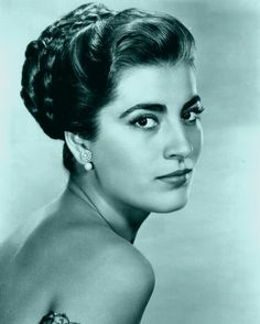 Irene Papas (born 3 September is a Greek actress and occasional singer, who has starred in over seventy films in a career spanning more than fifty years. Classic Actresses, Actors & Actresses, Hollywood Glamour, Old Hollywood, Hollywood Icons, Irene Papas, Zorba The Greek, Divas, Non Blondes