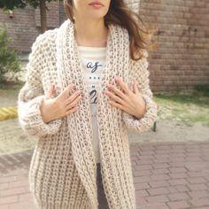 Relax outfit by shapkina выглядит так: свободный уютный кардиган, твои любимые джинсы и кроссовки И твой выходной будет самым комфортным, обещаем!☀️ #кардиган #кардиганкиев #кардиганназаказ #кардиганукраина #вязаноепальто #вязаныйкардиган #knitwear #knitstagram #pfw #shapkina #shapkinaspring