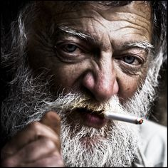 How Smartphones Throw the Homeless a Lifeline Alone Boy Photography, Street Photography, People Smoking, Man Smoking, Homeless People, Homeless Man, Lee Jeffries, Face Men, Black And White Portraits