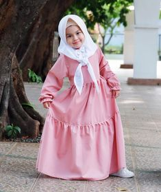 Model Gamis Anak 4 tahun Kids Outfits Girls, Girl Outfits, Kids Abaya, Toddler Fashion, Kids Fashion, Little Girl Dresses, Girls Dresses, Baby Hijab, Victorian Children's Clothing