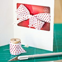 How to present a gift card in a creative way. In Swedish and English.