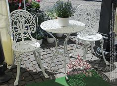 """Set mobilier de terasa, balcon """"SAN MARINO - Garten"""" compus din 1 masa si 2 scaune. Setul de mobilier terasa este realizat integral din aluminiu turnat."""
