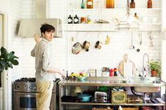 Kjøkkenet til Elsa. Stål og kvit.