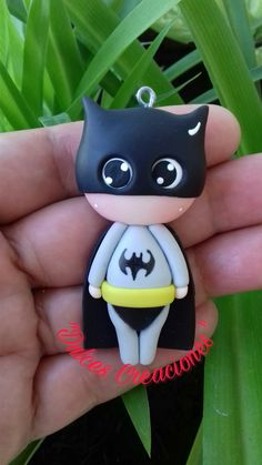 Batman! Para Collar o Llavero. Hecho por Mary Reyes.  Pasta flexible, porcelana fria, Biscuit.