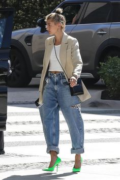 Justin Bieber picks up Lambourghini from valet with wife Hailey St. - Justin Bieber picks up Lambourghini from valet with wife Hailey Stunner: And his wife Hailey Baldwin arrived in style to the Waldorf Astoria Hotel in Beve… Source by - Looks Street Style, Street Style Trends, Looks Style, Street Styles, Fall Fashion Street Style, Street Chic, Street Wear, Street Mall, Paris Street
