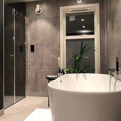 Wow! Herlig baderom hjemme hos @stinepetrinebjorna renovert av flinke folk hos Bademiljø Mesterrør AS 😊👏#mittbademiljø #baderomsinspo… Bathtub, Bathroom, Folk, Instagram, Standing Bath, Washroom, Bathtubs, Popular, Bath Tube