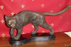 Бронзовая кошка(кот). Высота - 24,5 см. Длина - 33 см. Вес около 10 кг  Европа. Прошлый век. Высота - 24,5 см. Длина - 33 см. Вес около 10 кг.