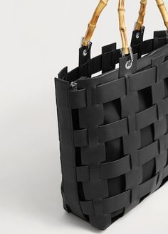 Laser-cut design bag - Bags Plus sizes Mango Bags, Leather Bag Tutorial, Leather Bag Pattern, Jelly Shoes Outfit, Mango Handbags, Sacs Design, Leather Bags Handmade, Knitted Bags, Weaving