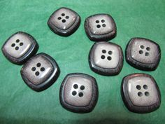 "(8) 3/4""  GRAY TONES PLASTIC 4-HOLE BUTTONS - VINTAGE Lot#GB1278"