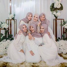 Kebaya Hijab, Hijab Dress, Make Up Pengantin, Abaya Fashion, Bridesmaid Dresses, Wedding Dresses, Photoshoot, Poses, Brokat