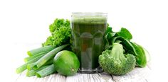 As smoothie ingredients are raw, their nutritional benefit is optimised. And a good smoothie maker unlocks more micronutrients than juicing or chewing can. Smoothie Legume, Detox Smoothie Recipes, Detox Drinks, Healthy Smoothies, Green Smoothies, Detox Juices, Smoothie Cleanse, Juice Cleanse, Dietas Detox