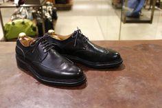 jm weston こんにちは。レオです。靴のブランドは数あれど、ボロボロになった状態というのを今まで見たことがないブランドというのはかなり限られてきます。そのうちの一つがJ...