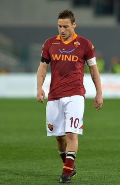 Francesco Totti Best Football Players, Soccer Players, Football Soccer, As Roma, Athletes, Rome, Hair Style, White Shorts, Legends