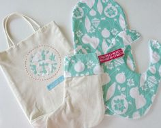 babys first christmas gift set. bib and burp cloth set. unique gift set by on Etsy Christmas Gift Sets, First Christmas, Baby Gift Sets, Baby Gifts, Burp Cloth Set, Bobs, Christmas Stockings, Unique Gifts, Cricut