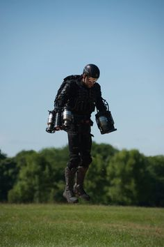 If you thought Tony Stark was badass, just wait till you get a load of this real-life Iron Man. Richard Browning, the founder of UK-based tech startup Gravity Industries, has developed a printed jet-engine suit which he can actually fly. Futuristic Technology, Wearable Technology, Technology Gadgets, Techno Gadgets, 3d Printer Designs, Iron Man Suit, Jet Engine, Suit Of Armor, Website Design Inspiration
