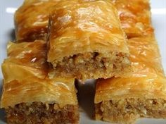 Cucina libanese: addolciamoci con la baklava Lebanese cuisine: let's sweeten ourselves with baklava Baklava Dessert, Greek Recipes, Greek Desserts, Family Recipes, A Food, Food Processor Recipes, Sweet Treats, Cooking Recipes, Yummy Food