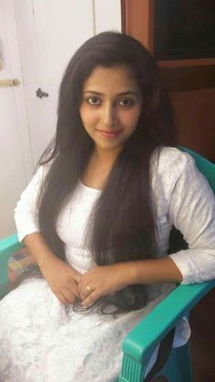 Sani2a27 Beautiful Muslim Women, Gorgeous Women, Beauty Full Girl, Beauty Women, Natural Hair Styles, Long Hair Styles, Cute Girl Photo, South Indian Actress, India Beauty