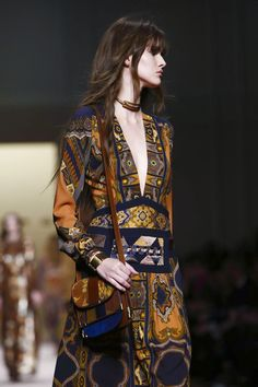 Etro Ready To Wear Fall Winter 2015 Milan Etro Fall Love this pattern mix and vibe. Moda Fashion, Runway Fashion, High Fashion, Fashion Beauty, Womens Fashion, Fashion Trends, Mode Style, Style Me, Bohemian Style