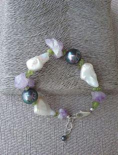 Keshi pearl, grey shell pearl and amethyst bracelet, handcrafted bracelet from Spain, Amethyst bracelet, gift for her, statement bracelet