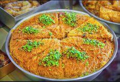 18 mouthwatering desserts you should eat in Greece Fun Desserts, Dessert Recipes, Dough Balls, Sweet Pie, Arabic Food, Sponge Cake, 20 Min, Chili Recipes, Deserts