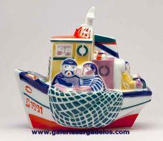 Una de las piezas más representativas de Sargadelos y de Galicia. Su nombre viene del arte de pesca que se realiza justo antes del amanecer.   En homenaje al mar y los marineros. Fábrica de cerámica de Sargadelos- CERVO-Lugo- Galicia-SPAIN