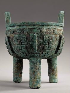 A rare large archaic bronze ritual food vessel Zhou Dynasty, Native Design, Asian History, China Art, Ancient China, Chinese Antiques, Chinese Culture, Ancient Artifacts, Bronze Age