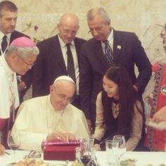 BoA's moment with Pope Francis captured
