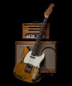 20 Incredible Fender Guitar With Amp Fender Guitar Eric Clapton – tipos de guitarra y tocar guitarra Fender Guitar Case, Fender Electric Guitar, Black Electric Guitar, Fender Guitars, Fender Relic, Fender Bass, Paul Reed Smith, Fender Stratocaster, Gretsch