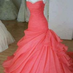 I WANT THIS FOR PROM!!!