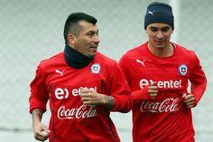Gary Medel con Chile