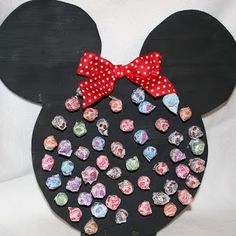 DIY Mickey/Minnie Themed Game ~ a prize for the one who pulls the sucker with the colored bottom. Would work with any shape/theme party... Tutorial on page