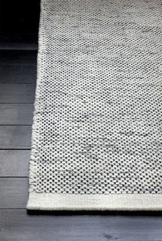 Black and white hand-woven wool carpet from Danish Linie Design. Even being black & white this carpet is not too graphic so it is not too dominant and does not limit too much the choice of your home accessories. Interior Rugs, Interior Styling, Interior Decorating, Interior Design, Tapis Design, Floor Rugs, Soft Furnishings, Rugs On Carpet, Room Carpet