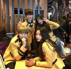 ideas for fashion photography group girls Mode Ulzzang, Ulzzang Korean Girl, Cute Korean Girl, Ulzzang Couple, Bff Pictures, Best Friend Pictures, Friend Photos, Korean Best Friends, Boy And Girl Best Friends