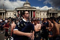 tartan army | Gloriously Drunken Photos Of The Tartan Army In London | Barnorama