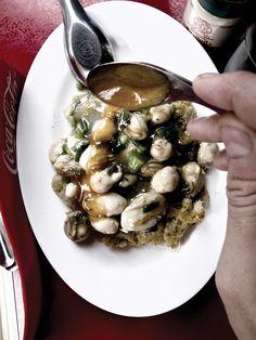 Nai Mong in Chinatown, Bangkok //  oyster omelet