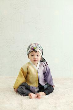 baby in hanbok. Korean Traditional Dress, Traditional Fashion, Traditional Dresses, Korean Dress, Korean Outfits, Kids Outfits, Men's Outfits, Most Beautiful Child, Modern Hanbok