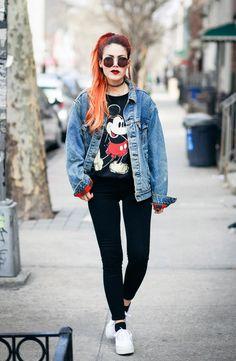 Look ótimo para o outono .Lua veste jaqueta Vintage da Levis ; Moletom do Mickey da Walk Trendy Tênis– Superga Óculos– Someday Somewhere