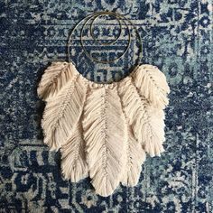 Macrame Feather Pattern from naecogreen Crochet Feather, Feather Pattern, Macrame Knots, Micro Macrame, Modern Macrame, Yarn Wall Art, Macrame Projects, Macrame Patterns, Yarn Crafts